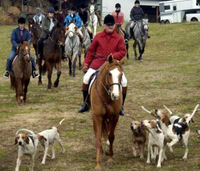 Here, a group of Hunter's Rest riders heads out for a morning of foxhunting with living legend Melvin Poe, whose family is -- of course -- the namesake of our address, North Poe's Road. Poe is a neighbor and dear friend; we often visit his kennels to meet the hounds and talk to him about horses, hunting and the countryside.